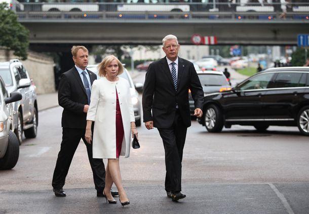 Goda sardzes atjaunošanas ceremonija pie Rīgas pils