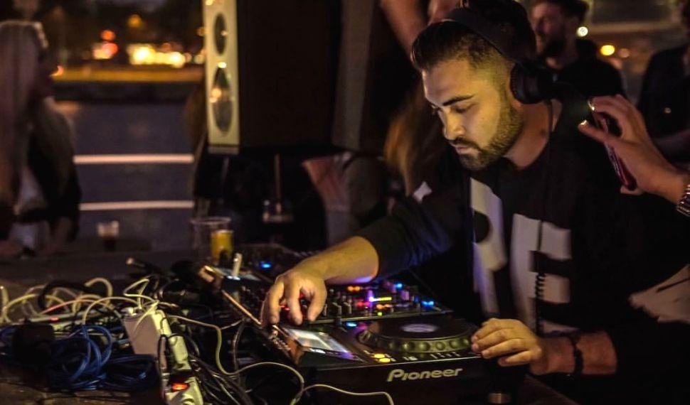 mo_DJ